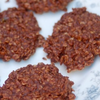 Weight Watchers Friendly No-Bake Chocolate Peanut Butter Oatmeal Cookies - 5 SmartPoints
