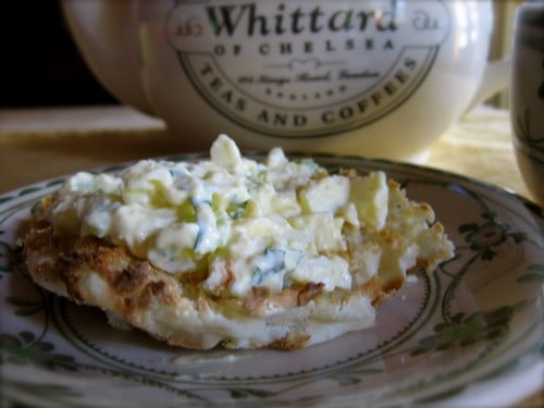 Weight Watchers Easy Egg Salad sur un muffin anglais