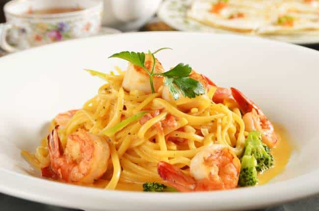 Light and Healthy Recipe for Linguine with Shrimp