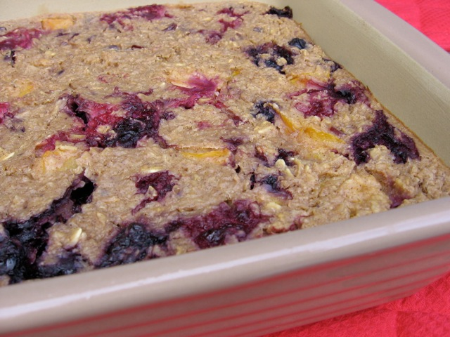 Easy Baked Oatmeal with Fresh Fruit