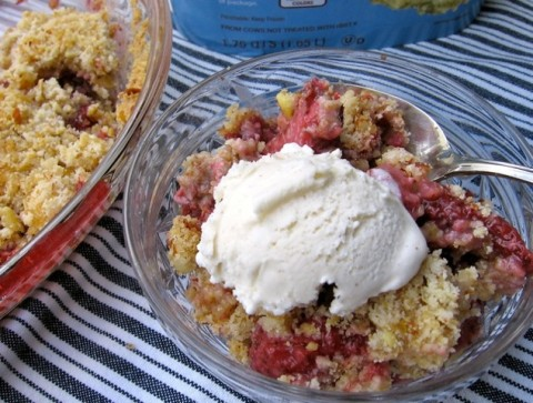 Weight Watchers Friendly Strawberry Almond Crumble