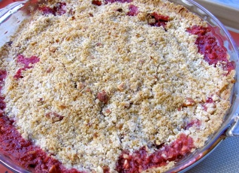 Skinny Strawberry Almond Crumble - Easy, Healthy Delicious