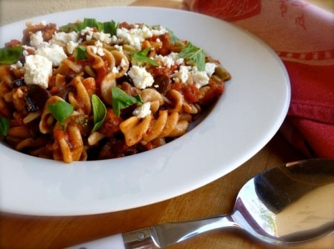Weight Watchers Friendly Tomato Chicken Feta Pasta