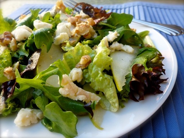 pear blue cheese salad with mixed baby greens