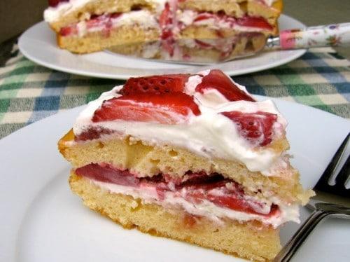 Skinny Strawberry Cake - 8 Weight Watchers Freestyle SmartPoints