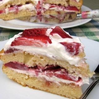 Skinny Strawberry Cream Cake Recipe