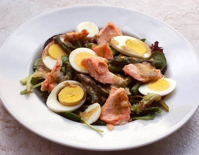 Mixed greens salad with flaked salmon, sliced boiled egg and asparagus