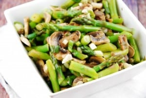 warm-mushroom-and-asparagus-salad-675x453