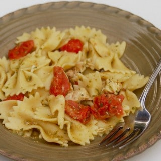 Healthy 4-Ingredient Pasta with Pesto and Tomatoes – 9 SmartPoints