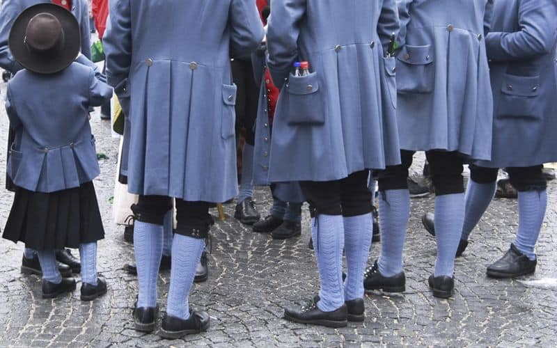 Blue is the traditional color of choice at this Irish folk festival