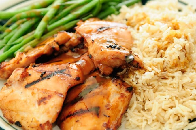 grilled chicken thighs with peanut sauce, fresh green beans and white rice