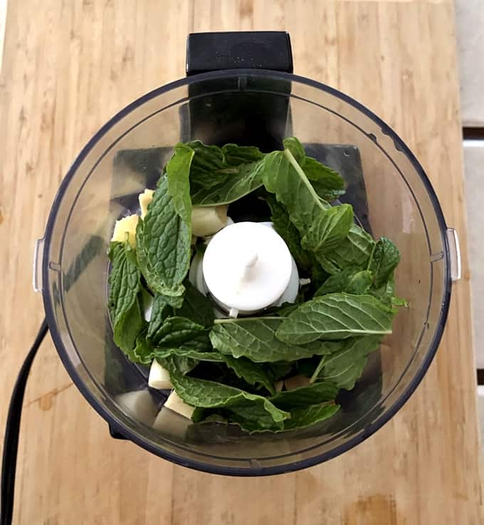 Garlic, ginger and mint in food processor